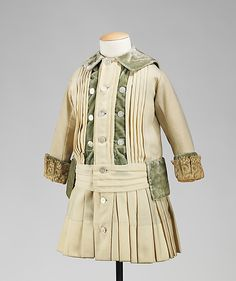 Boy's wool dress ca. 1885 via The Costume Institute of The Metropolitan Museum of Art Victorian Children's Clothing, Antique Clothing, Historical Clothing, 1880s Fashion, Edwardian Fashion, Vintage Fashion, Vintage Outfits, Vintage Dresses, Belle Epoque
