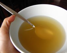Chicken Broth - learn how to make your own homemade chicken broth that is full of flavor! So much better than canned broth and without any added chemicals. Chili Recipes, Real Food Recipes, Soup Recipes, Chicken Recipes, Cooking Recipes, Yummy Food, Healthy Recipes, Chicken Menu, What's Cooking