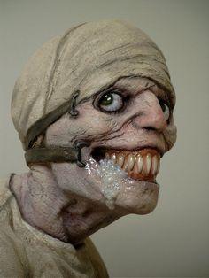 creepy smiling monster / horror / fantasy / sci fi / scary / sculpture I think? Creepy Art, Creepy Dolls, Arte Horror, Horror Art, Creepy Horror, Horror Movies, Halloween Party Costumes, Scary Halloween, Russian Sleep Experiment