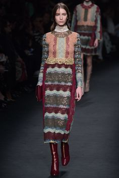 Valentino Fall 2015 Ready-to-Wear Fashion Show - Sofia Tesmenitskaya (Oui)