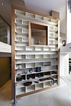 woonhuis bergen wand kast boekenkast gefineerd kersen in blanke lak stalen kastjes gepoedercoat 3