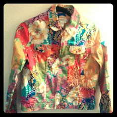 Coldwater Creek Women's Flowered Canvas Jacket M Coldwater Creek size Medium ( 10-12) beautiful, bright flowered canvas jacket. Zip up. 2 top button pockets. Stretchy. Coldwater Creek Jackets & Coats Jean Jackets