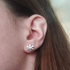 Frost is on the ground, why not frost yourself? #‎alexwoo‬ ‪#‎earrings‬ ‪#‎snowflake‬ ‪#‎savorsilver‬ ‪#‎madeinny‬  http://www.alexwoo.com/little-seasons-snowflake-earrings-in-sterling-silver.html