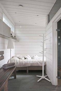 modernes Ferienhaus in Kirkkonummi Cottage Interiors, Cottage Homes, Bedroom With Bath, Home Greenhouse, Modern Prefab Homes, Scandinavian Home, Home Living Room, Home Fashion, House Design