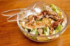 Recette : Salade Caesar comme à New York - NewYorkMania - Healthy Cooking, Healthy Eating, Healthy Recipes, Kitchen Recipes, Cooking Recipes, Ceasar Salad, Canadian Food, Happy Foods, No Cook Meals