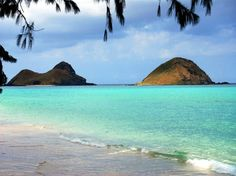 Bellows Beach, located on eastern shore of Oahu Island, Hawaii, is the most beautiful and popular site for camping, surfing, swimming, sunbathing and family gatherings. The gorgeous white sand is incomparable.