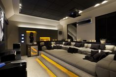 Home Theater – veja 30 salas decoradas, mais dicas e tendências! Living Room Theaters, Theatre Auditions, Theater Tickets, Theater Seating, Theater Seats