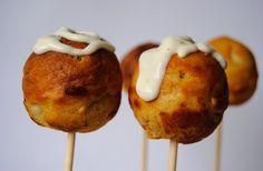 Cake pops de gambas con curry