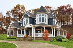 Home is what you are, The exterior is the face of the house that everyone will see in the first part. Come to get an Idea of Modern Exterior Design Modern Exterior, Exterior Design, Modern Victorian Homes, Victorian Farmhouse, Victorian Houses, Victorian Homes Exterior, Victorian Porch, Modern Homes, Villa