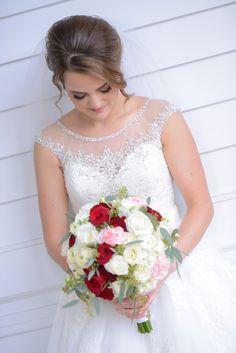 A fresh bouquet for a fresh new day as a Walt Disney World bride. Photo: Chris, Disney Fine Art Photography