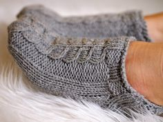 Life with Mari: Nilkkasukat Knitted Slippers, Crochet Slippers, Knit Crochet, Knitting Socks, Knit Socks, Crafts To Do, Knit Patterns, Knitting Projects, Needlework