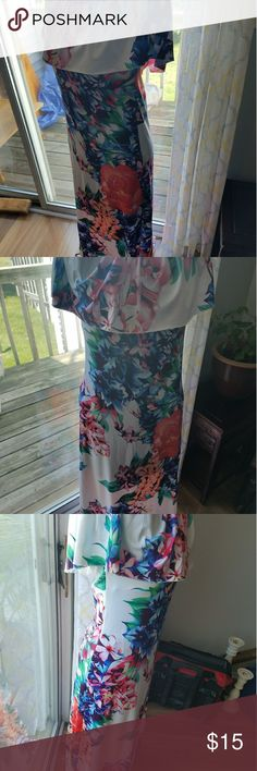 Maxi dress Vibrant floral print and form fitted dress never worn Dresses Maxi