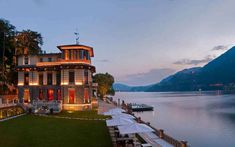 Christmas markets, ski resorts and spa hotels: who said that Lake Como is boring in december or january? ❄ Discover Lake Como in the winter! Top 14, Beautiful Hotels, Beautiful Places, Resorts, Lake Como Hotels, Places To Travel, Places To Go, Oriental Hotel, Lake Como Italy