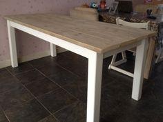 Eettafel met blad van steigerhout. Gemaakt op frame van bestaande tafel.