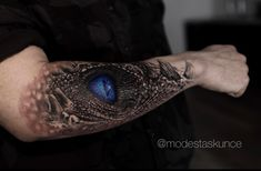 Game of Thrones tattoo done by Modestas Kunce from Kunce Tattoo. targaryen tattoo Game of Thrones tattoo done by Modestas Kunce from Kunce Tattoo. Game Of Thrones Tattoo, Tatouage Game Of Thrones, Game Of Thrones Dragons, Game Of Thrones Fans, Ojo Tattoo, Hamsa Tattoo, Dragon Tattoo For Women, Dragon Tattoo Designs, Tattoo Life