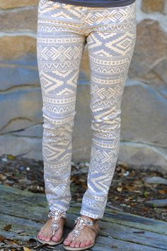 Everlasting Tribal Pants: Pale Apricot/Grey very cute.if only i had style Spring Summer Fashion, Autumn Winter Fashion, Aztec Pants, Cool Outfits, Summer Outfits, Cute Leggings, Perfect Jeans, New Wardrobe, Everyday Look