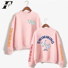 Ideas sweatshirt man 2018 for 2019 Sweatshirt Makeover, Sweatshirt Refashion, Tracksuit Tops, Mens Sweatshirts, Men's Hoodies, Cool Outfits, Album, Pullover, Prints