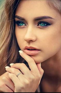 Look at those beautiful eyes! Most Beautiful Eyes, Stunning Eyes, Gorgeous Eyes, Pretty Eyes, Cool Eyes, Perfect Eyes, Beautiful Pictures, Girl Face, Woman Face
