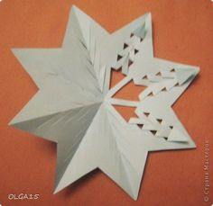 Billet wheels for snowflakes. Origami And Kirigami, Paper Crafts Origami, Diy Paper, Christmas Snowflakes, Christmas Paper, Paper Ornaments, Paper Snowflakes, Snowflake Pattern, Paper Cards