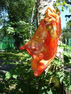 шарф батик `Врата жизни`. Платок ручной работы из тончайшего высококачественного шелка с изумительным блеском. Цвет варьируется от желтого до оранжево-кораллового. Абстрактный рисунок, напоминающий восточные…