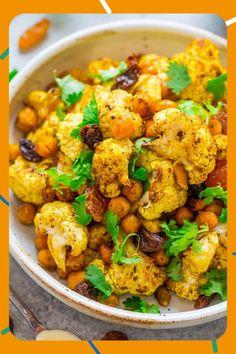 Salade de Chou Fleur & Pois Chiche Cauliflower And Chickpea Curry, Chickpea Masala, Cauliflower Salad, Cauliflower Recipes, Roasted Vegetable Salad, Vegetable Curry, Roasted Vegetables, Roasted Chickpea Salad, Vegetarian Food