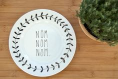 (via Illustrated NOM NOM NOM plate with leafy wreath by ohNOrachio)