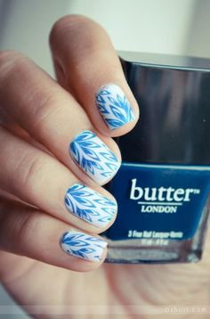 Blue pattern nails