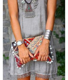 Chunky boho chic ethnic necklace with stacked bracelets & gypsy embellished purse for a modern hippie style Hippie Chic, Hippie Style, Boho Chic, Mode Hippie, Estilo Hippie, Gypsy Style, Bohemian Style, Ethnic Style, Bohemian Jewelry