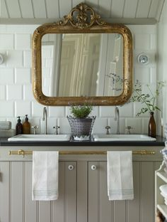 Large Gilded Mirror in Victorian Bathroom Large Bathrooms, Rustic Bathrooms, Victorian Bathroom Mirrors, Lavatory Design, Small Toilet, Bathroom Inspiration, Bathroom Ideas, Bathroom Shelves, Bathroom Shop