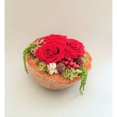 tri balzamované ruže v kokosovom orechu 20 x 12 cm