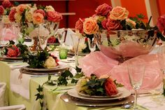 Hochzeitsdeko, die luxuriös aussieht und mit Rosen verfeinert ist, macht eure Hochzeit besonders festlich. Weitere Ideen gibt's in unserer Bilder-Galerie.