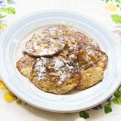 Super gezond en een heerlijk voedzaam ontbijt. Heb je ook wel eens weinig inspiratie voor een lekker ontbijtje dat geen brood bevat? Ik wel, ik vind het soms knap lastig. Brood is zo makkelijk en snel! Toch eet ik veel liever andere dingen, maar ik gun me er vaak niet de tijd voor. In het weekend wel, zeker op zondag. Vandaag was het dan ook weer tijd voor iets dat lekkerder en gezonder is dan brood. Faab is dol op pannenkoekjes, dat is echt een van z'n lievelingskostjes. Pannenkoeken…
