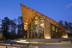 """Built by Fentress Architects in Quantico, United States with date Images by Ken Paul. Semper Fidelis Memorial Chapel wins International Interior Design Award For """"masterful execution,"""" """"near perfect d. Sacred Architecture, Religious Architecture, Modern Architecture, Library Architecture, Tropical Architecture, Brutalist Design, Modern Church, Semper Fidelis, Interior Design Awards"""