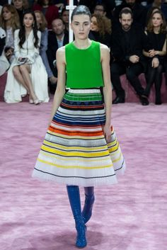 Christian Dior 2015 Couture İlkbahar Koleksiyonu - Belçikalı tasarımcı Raf Simons'un Paris moda haftasındaki nostaljik ve fütüristik kreasyonundan tasarımları… (Christian Dior couture spring 2015)