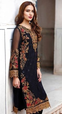 Latest Trend New Formal Collection for Ladies – Designers Outfits Collection Pakistani Fashion Party Wear, Pakistani Dresses Casual, Pakistani Bridal Dresses, Pakistani Dress Design, Indian Dresses, Indian Outfits, Indian Fashion, Latest Wedding Dresses Indian, Black Pakistani Dress