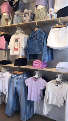 Aesthetic Fashion, Look Fashion, Aesthetic Clothes, Cute Summer Outfits, Trendy Outfits, Cool Outfits, Clothing Store Interior, Brandy Melville Outfits, Kpop Fashion Outfits