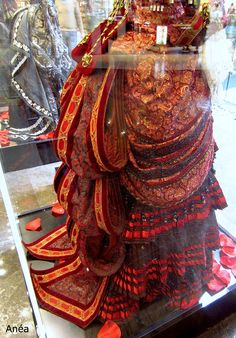 Carlotta's red Managers dress on display in Istanbul, May 2015 [[MORE]]Interesting details: Historical Costume, Historical Clothing, Victorian Party, Music Of The Night, Deep Curly, Period Outfit, Movie Costumes, Phantom Of The Opera, Fashion Plates
