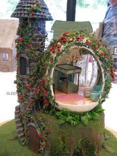 Ideas and Designs for DIY Fairy Furniture Fairy Garden Houses, Gnome Garden, Fairy Gardening, Indoor Gardening, Vegetable Gardening, Organic Gardening, Container Gardening, Fairy Village, Fairy Crafts