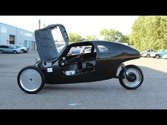 Rich Kronfeld is raising funds for RAHT RACER - World's First Highway Speed Bike (Canceled) on Kickstarter! The RAHT RACER is a highway safe biking vehicle that amplifies pedal power to car speeds, giving the rider a feeling of super strength. E Biker, Recumbent Bicycle, Reverse Trike, Speed Bike, Cargo Bike, Pedal Cars, Car Wheels, Cool Bikes, Concept Cars