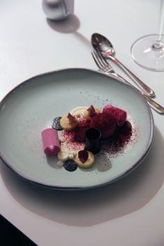 Daniel Roos -- Blackberry. Plating like this makes me cry a little inside because it's SO BEAUTIFUL.