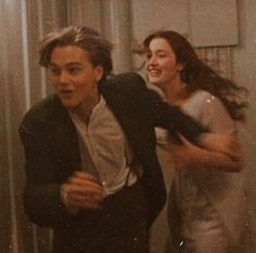 evergreenlove titanic old but alway gold Couple Aesthetic, Aesthetic Vintage, Aesthetic Photo, Aesthetic Pictures, Photographie Indie, Young Leonardo Dicaprio, Titanic Movie, Titanic Quotes, Iconic Movies