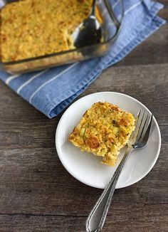 Small Batch Cornbread Dressing - The perfect small Thanksgiving dinner dressing recipe! Yummy Eats, Yummy Food, Tasty, Easy Cornbread Dressing, Turkey Side Dishes, Thanksgiving Dinner Recipes, Thanksgiving 2020, Southern Tomato Pie, Cooking For Two