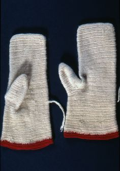 Nalbound mittens, Finland - Carelian Isthmus, Sortavala (Russia since 1944). Prior to 1883. Length 25 cm, width 7.5-12 cm