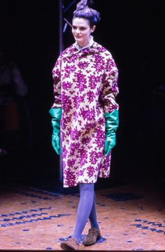 See the complete Comme des Garçons Fall 1996 Ready-to-Wear collection.