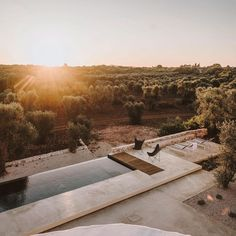 Primal desert design nailed it on the head with this one! Inspo for modern mixed boutique hotel pool. Mini Swimming Pool, Swimming Pools Backyard, Villas, Desert Resort, Scandinavian Style Home, Mediterranean Decor, City Aesthetic, Outdoor Gardens, Outdoor Rooms