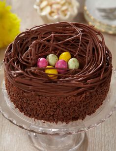 Easter nest, chocolate cake with sweet eggs in the middle, chocolate imitating tree branches, Easter meal idea, Easter dessert Source by archzinefr Sunday Recipes, Easter Recipes, Chocolate Easter Nests, Cupcake Recipes, Dessert Recipes, Meal Recipes, Sandwich Buffet, Bolo Grande, Easter Treats