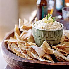 Traditional hummus recipe from Cooking Light. This is my go-to hummus recipe -- simple, delicious and reliable! Healthy Dips, Healthy Appetizers, Appetizer Recipes, Healthy Hummus, Hummus Dip, Party Appetizers, Garlic Hummus, Holiday Appetizers, Healthy Food