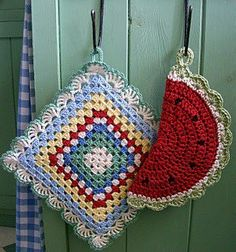 cute crochet potholders - references to pattern book. no pattern or tutorial. Crochet Kitchen, Crochet Home, Love Crochet, Vintage Crochet, Crochet Crafts, Crochet Yarn, Yarn Crafts, Crochet Projects, Geek Crafts