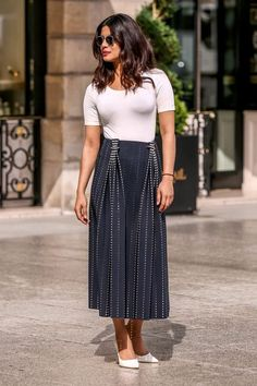 Priyanka Chopra has a knack for pulling off unexpected outfits in the most stunning way. Sure, she's won the Miss World pageant, become a huge Bollywood star, Actress Priyanka Chopra, Priyanka Chopra Hot, Bollywood Actress, Anushka Sharma, Bollywood Celebrities, Solange Knowles, Bollywood Stars, Bollywood Fashion, Bollywood Outfits