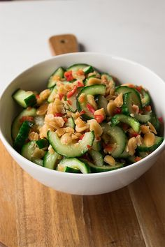 This Thai cucumber salad is the perfect side to all of your Thai dishes. Or any dish really. It's especially delicious with rice dishes. Thai Cucumber Salad, Thai Salads, Cucumber Recipes, Thai Recipes, Salad Recipes, Vegetarian Recipes, Healthy Recipes, Cucumber Kimchi, Dinner Recipes